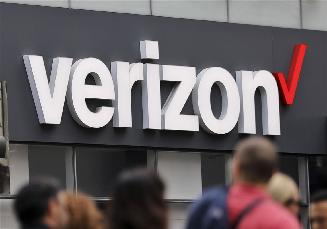 Verizon Logo - At this Verizon store not owned by Verizon, the staff sold a woman a ...
