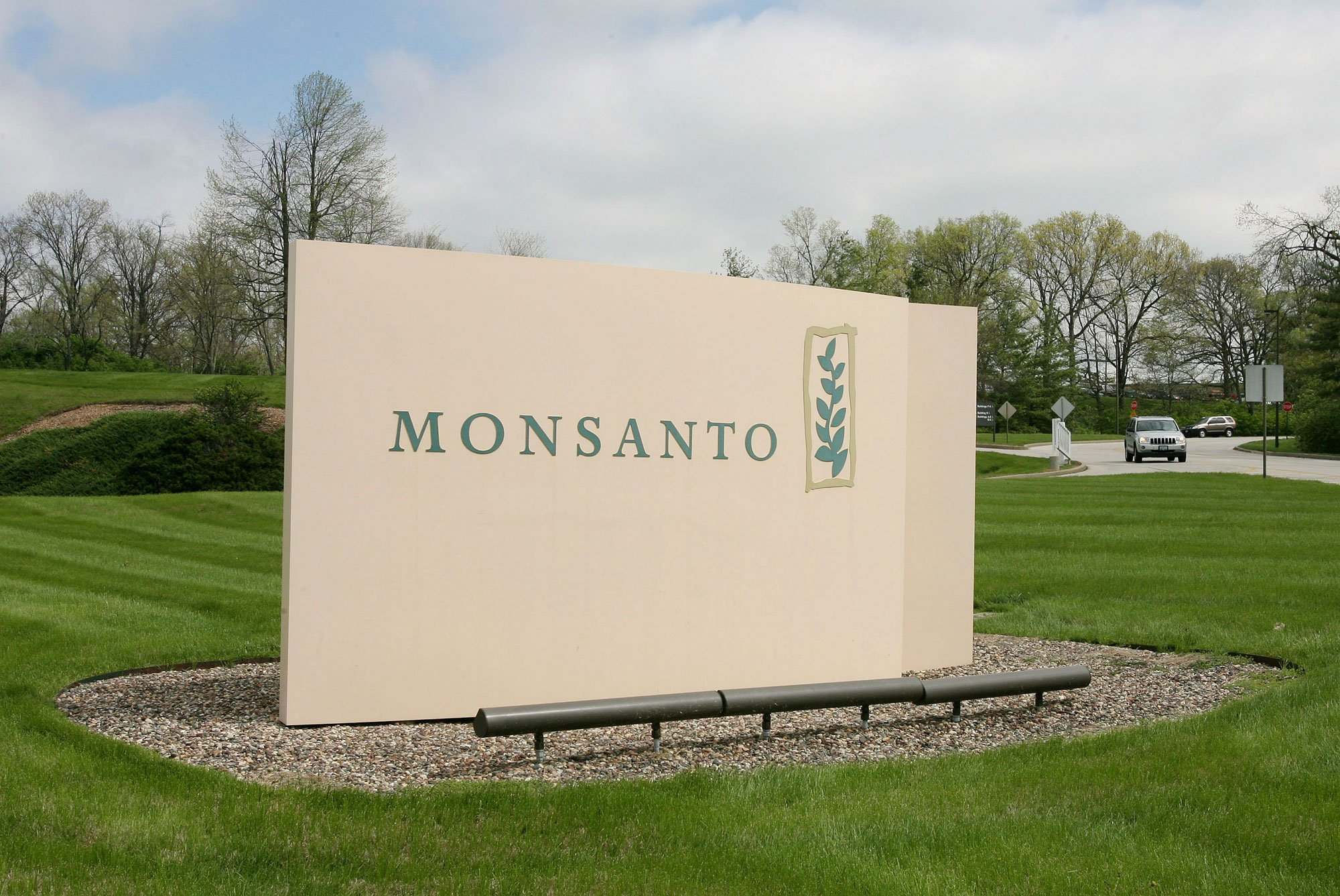 Monsanto Logo - Monsanto Cutting 2,600 Jobs In Restructuring As Corn Sales Slide ...