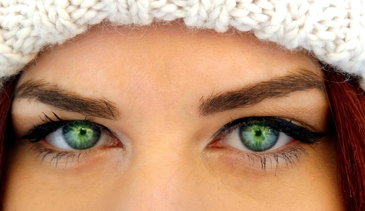 White and Green Eye Logo - How to Treat Dry Skin Around The Eyes | BIOEFFECT